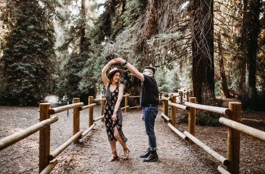 pareja bailando en cita on line