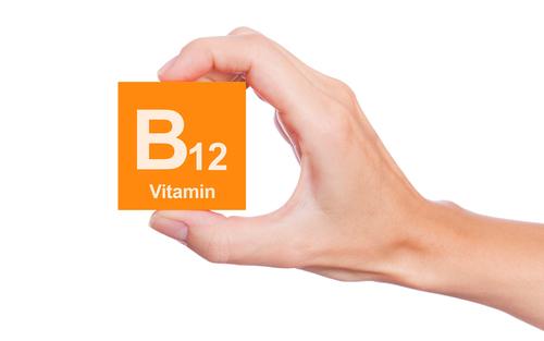vitamina B-12 en cubo