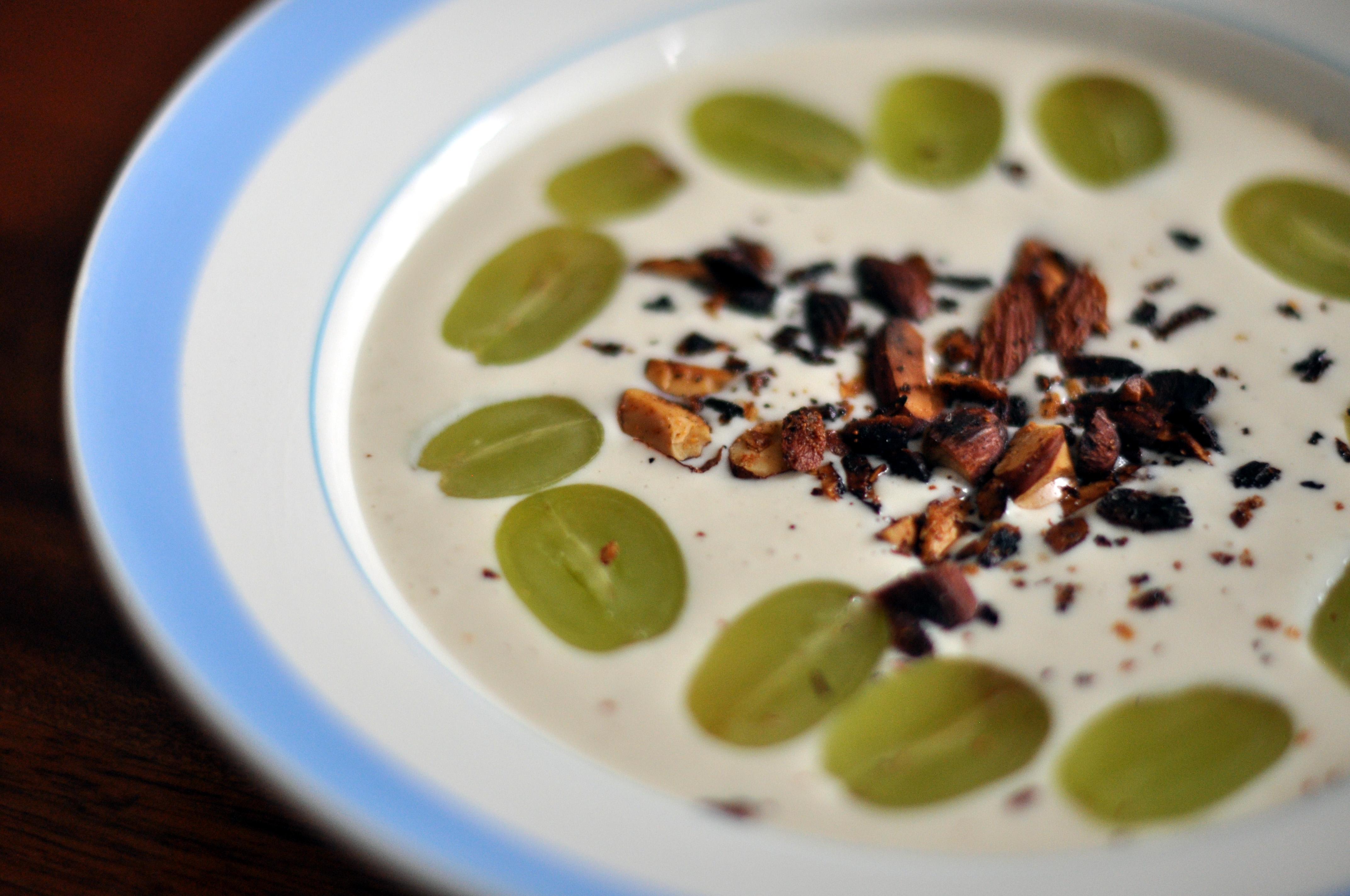Ajoblanco con Shiitake: una nutritiva sopa fría de verano con un toque macrobiótico