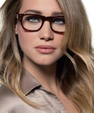 Trucos de maquillaje para mujeres con gafas