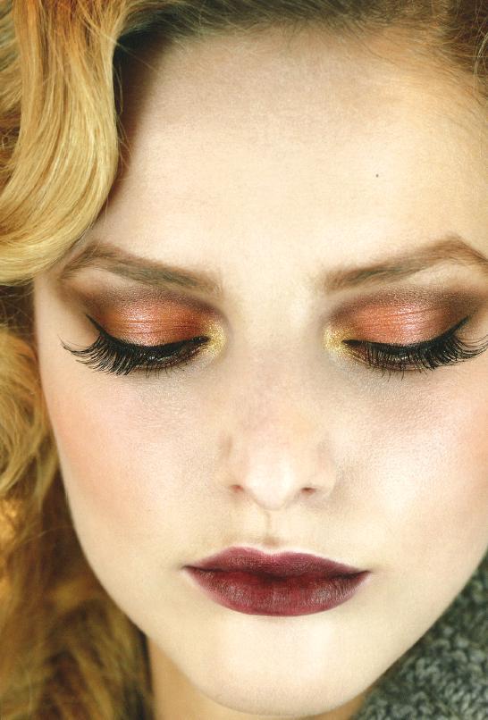 Maquilla tus ojos, labios y uñas para una ocasión especial