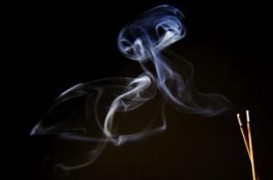 La tradición de quemar incienso, ¿Hindú o japonés?