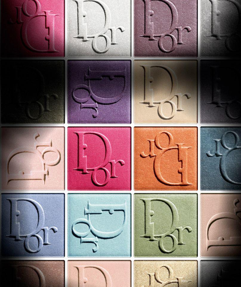 Sombras de colores, pestañas extra largas y Natalie Portman para Dior
