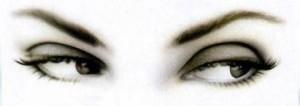 ¿Los cosméticos y maquillaje para ojos pueden causar problemas?
