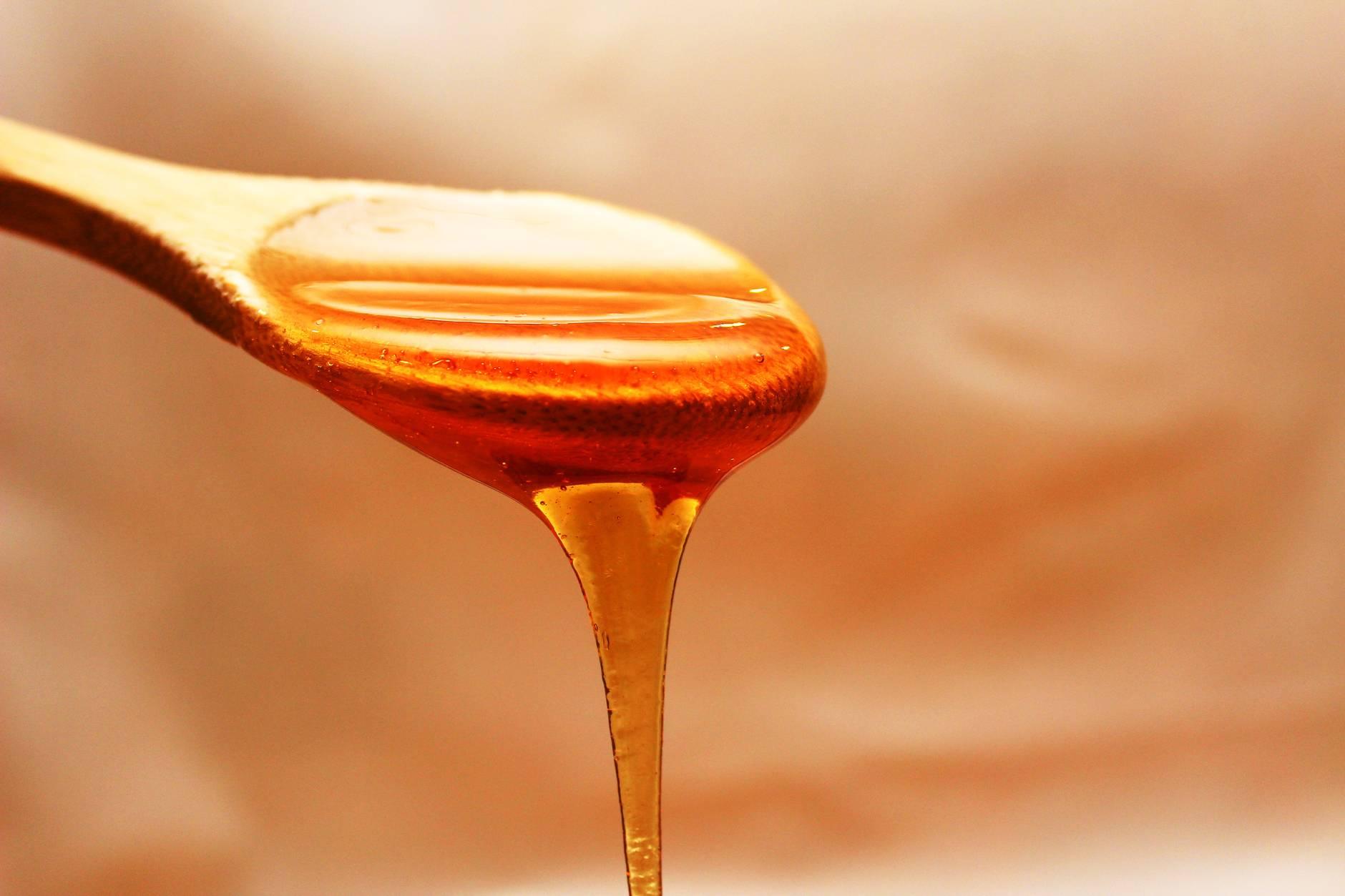 Miel de Manuka en cuchara de madera