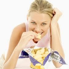 Evitar el picoteo entre comidas para ganar salud y mantener la figura