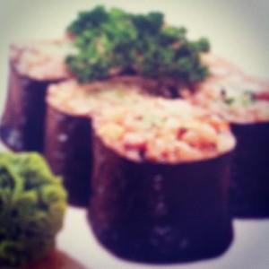 Cómo hacer makis de sushi con arroz integral y alga nori en Macrobiótica